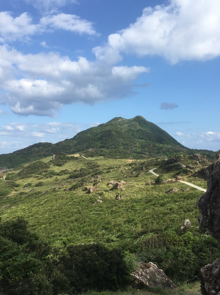 オフの日に、島の灯台から歩きました。お天気最高。