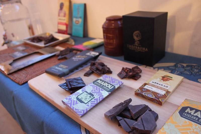 料理に使用した世界のチョコレート。パッケージを展示し食べ比べ。