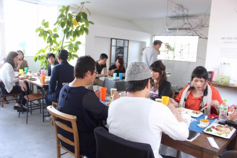 ゲスト同士の繋がりも大切。一緒に食事を囲むことで新しい仕事が生まれることもありました。