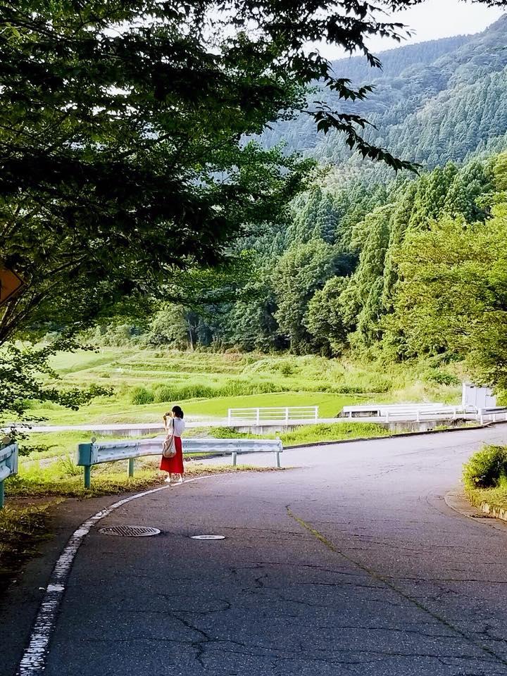 石川県鶴来は壮大な自然が広がっていました。こんな場所でひとりでお店を営む彼女はなんてかっこいいのだ、頼もしく思いました。