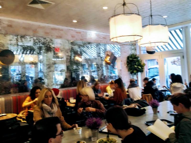 グリニッジ・ビレッジにある人気のヴィーガン・カフェにて