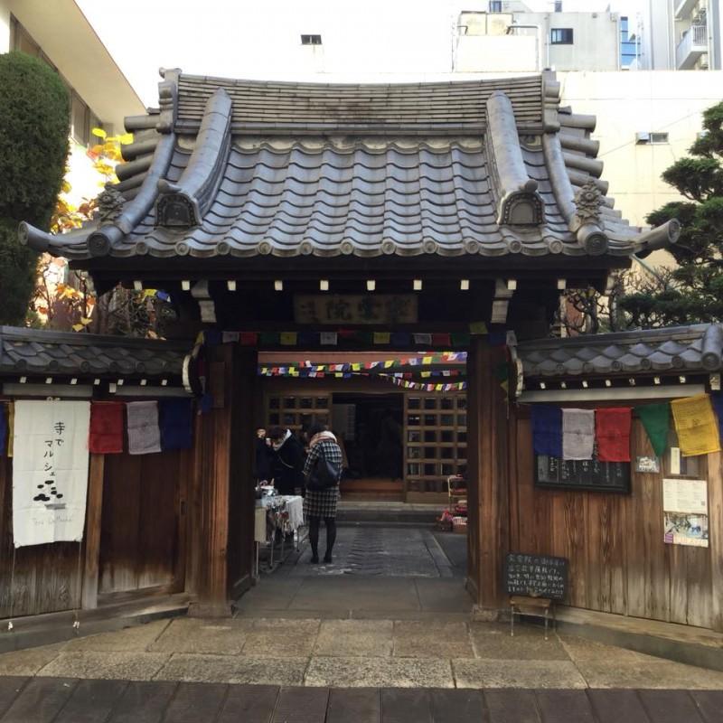 『テラデマルシェ』@上野。お寺の境内と内部を開放して開かれる手作り市。ご住職夫妻を始め、運営に関わる皆さんが訪れるお客様や出店者に対して明るく心配りを欠かさない様子にいつも感動します。