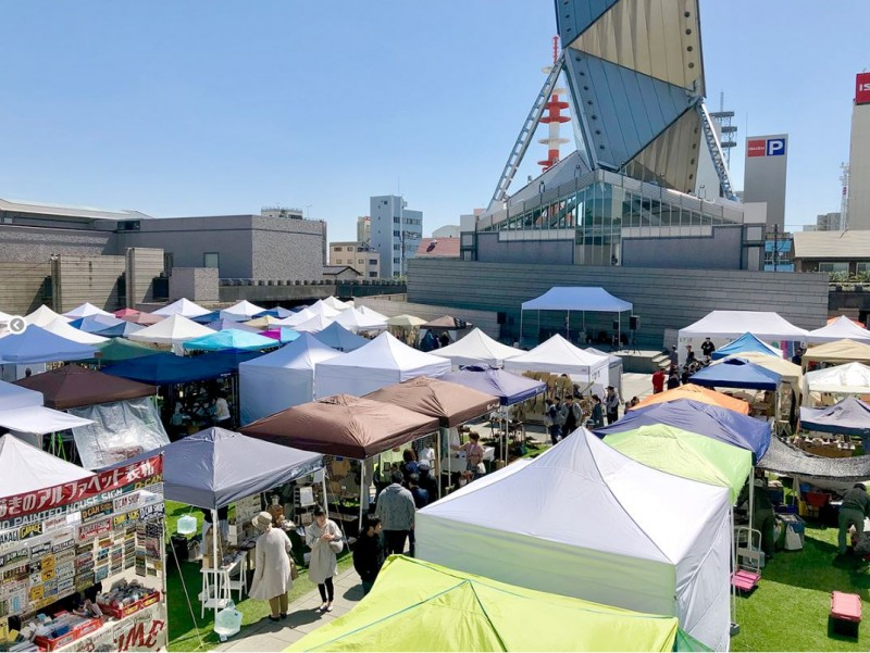 『あおぞらクラフトいち』@水戸。水戸芸術館前の広場で開催されるクラフト市。手仕事を見るのを楽しんでいらっしゃるのだなあ、と感じるお客様が多く、接客を通じて会話ができることがとても楽しいイベントです。