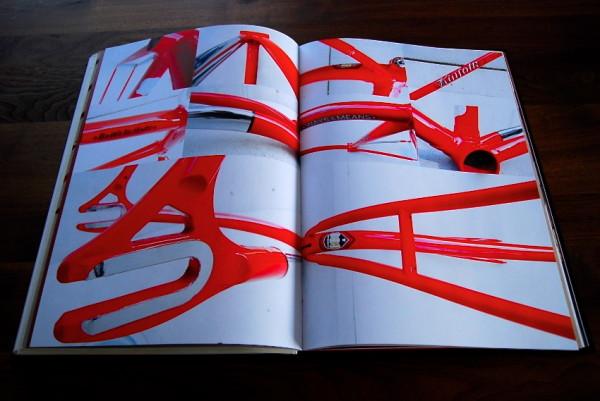 『PEDAL LIFE』の1ベージ。(原価10万円、2010年制作)